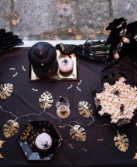 Auksu tviskantis Helovino dekoras