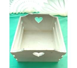 (NUOMA) Medinė dėžė su langeliu-širdele (21x21x13 cm)