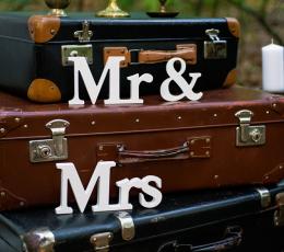 "Medinė stalo dekoracija ""Mr & Mrs"" (9,5 x 45 cm) 1"