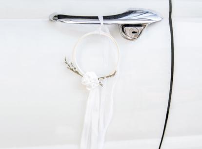 Automobilio dekoravimo rinkinys su lankais, baltas