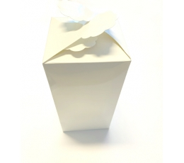 """Dovanų dėžutė """"Žiedlapiai"""", balta (9x9x18 cm)"""