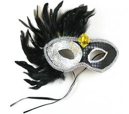 Kaukė su plunksnomis