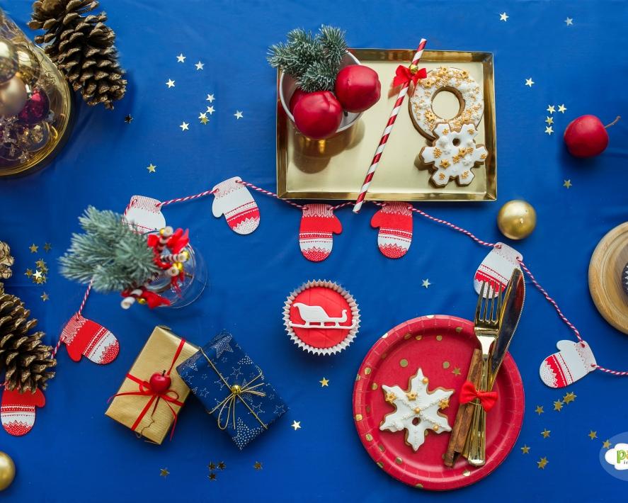 Raudonai-mėlynas kalėdų dekoras