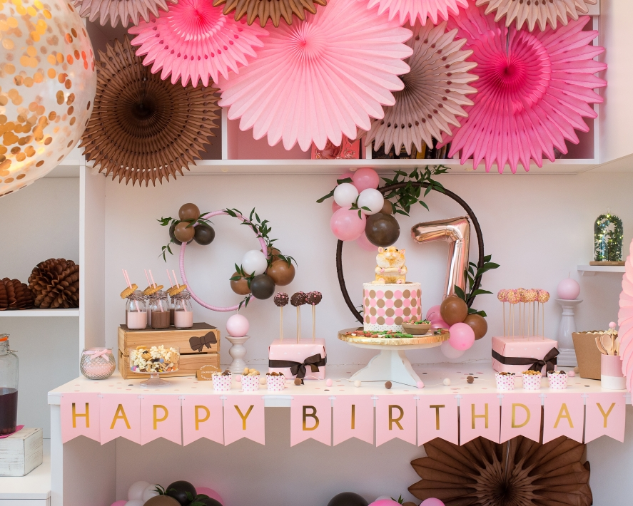 Subtiliai mergaitiškas gimtadienio dekoras