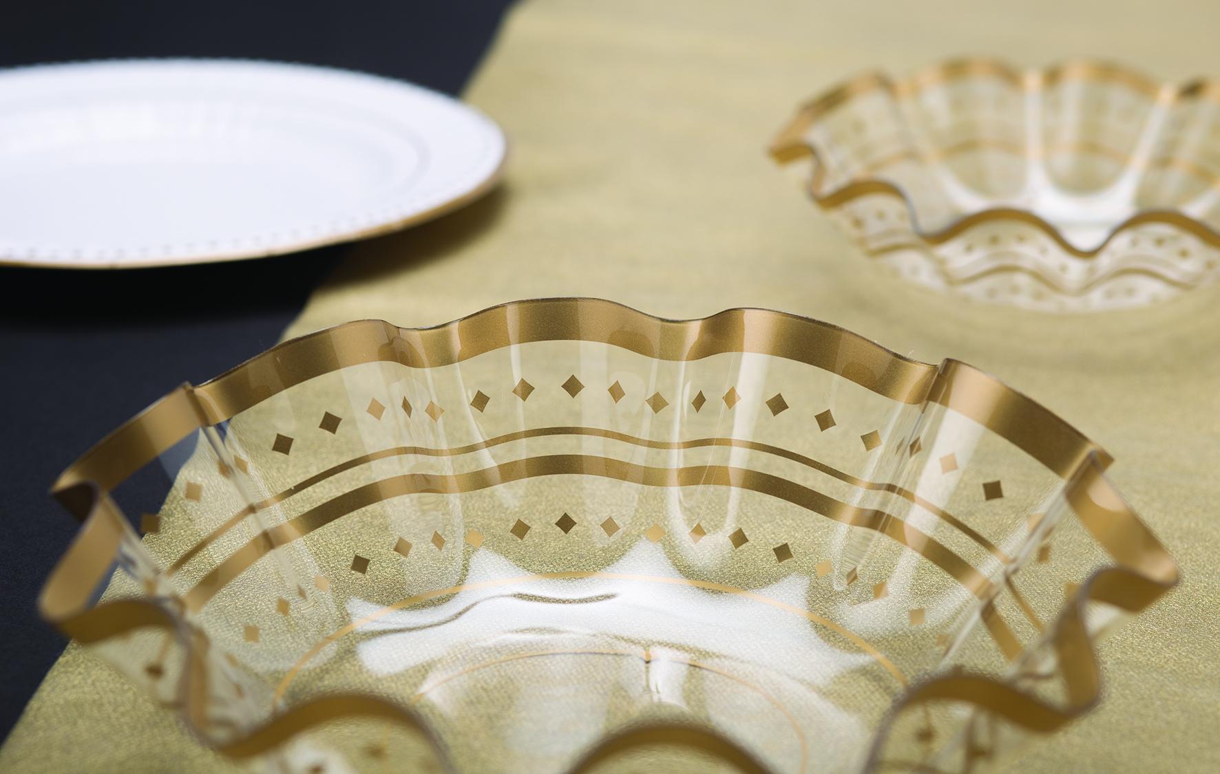 Plastikinis dubenėlis, auksiniai taškuotas (22x6,5 cm)