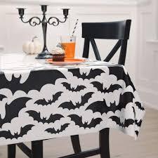 """Staltiesė """"Juodi šikšnosparniai"""" (137x213 cm)"""